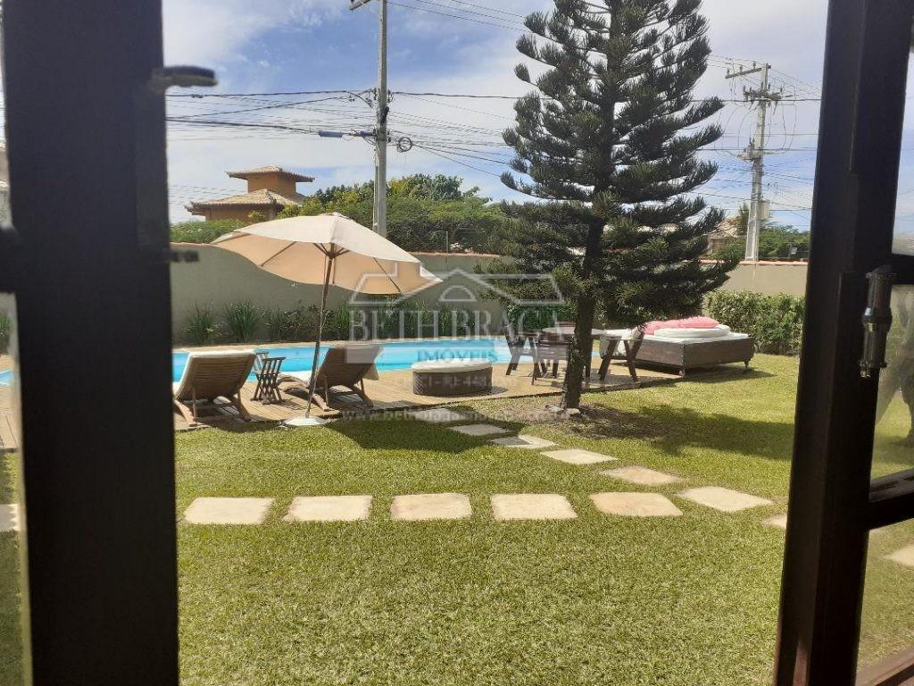 Em Terreno de 1000M² Casa com gramado, piscina e área gourmet com churrasqueira!